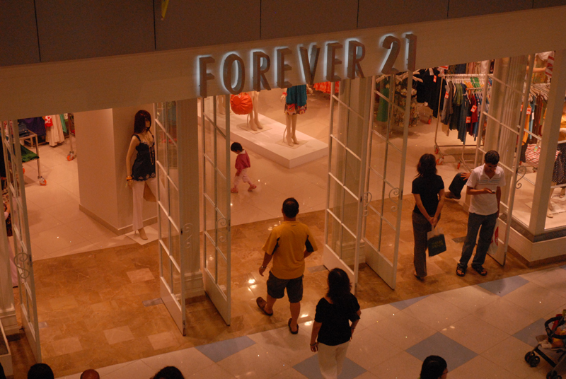 Forever21 has left a mark on the internet as one of the most notable online stores where people can get jewellery, clothes as well as shoes